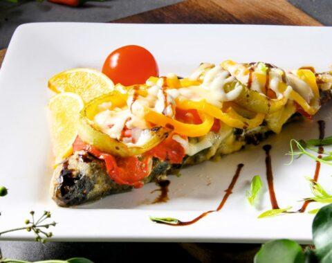 Форель под овощами с сыром