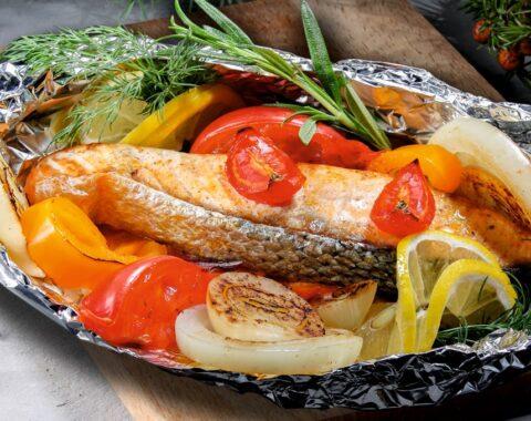 Запечённая семга с овощами